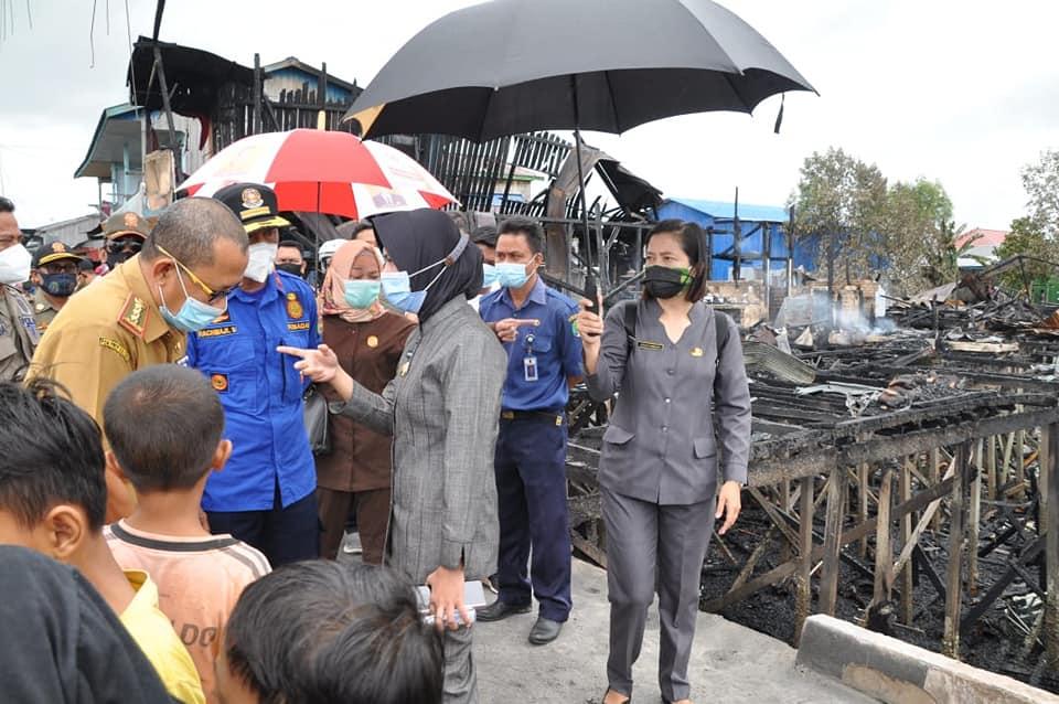 Laura Sambangi Korban Kebakaran